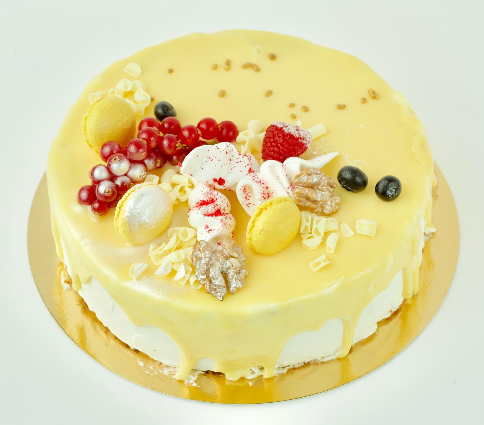 Cake With White Chocolate And Green Nuts Palmiye
