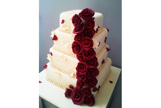 Wedding Cake With Marsala Roses Palmiye